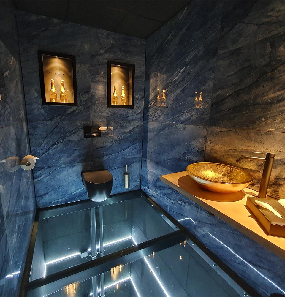 BLOU Rooftop Bar  - Toilet Experience - Hotel Haarhuis (1).jpg